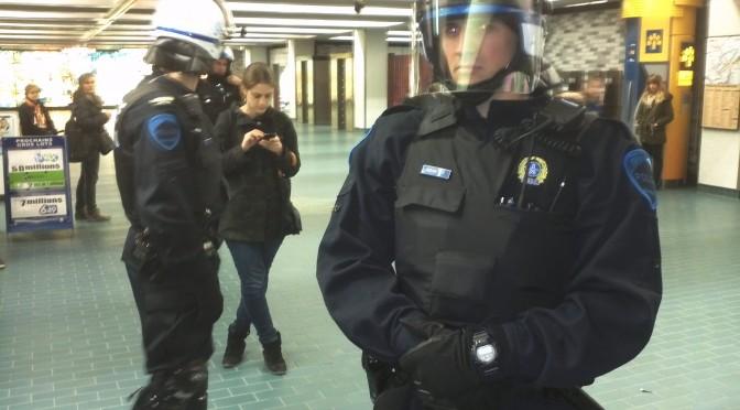 L'escouade urbaine me détient «aux fins d'enquête» avec la fanfare au métro Place des Arts.